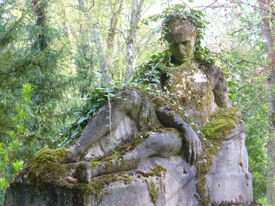 Liegende Statue - Friedhof Weimar
